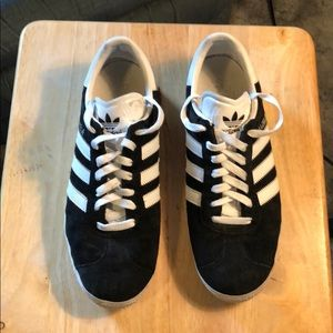 Adidas Gazelle Shoes (black/white size 9)